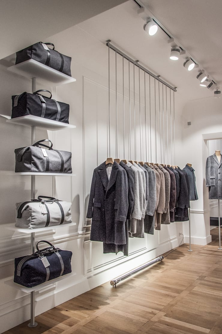 Portant à vêtements suspendu: Locaux commerciaux & Magasins de style  par ENZYME Design, Objets Extraordinaires