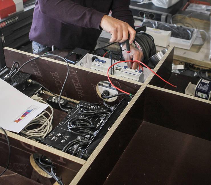 Connexion électrique et électronique: Art de style  par ENZYME Design, Objets Extraordinaires