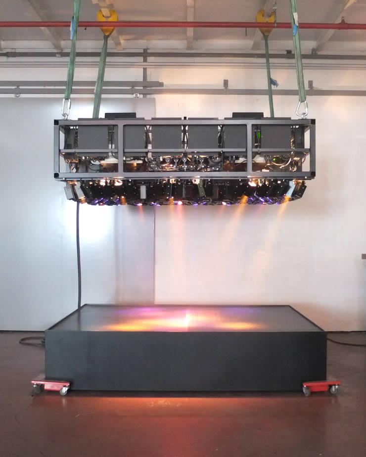 Tests lumineux, sonores et fumigène: Art de style  par ENZYME Design, Objets Extraordinaires