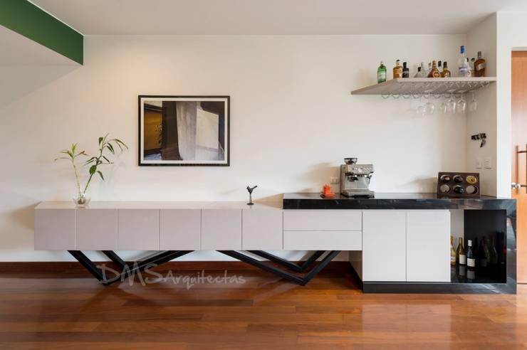 MUEBLE BAR: Salas / recibidores de estilo moderno por DMS Arquitectas