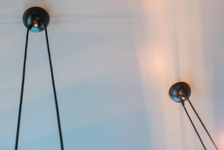 Plafondkap detail: modern  door Studio Erwin Zwiers, Modern