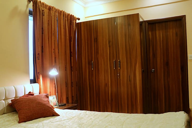 2 BHK Apartment Mrs Radha Basu Kolkata:  Living room by Cee Bee Design Studio