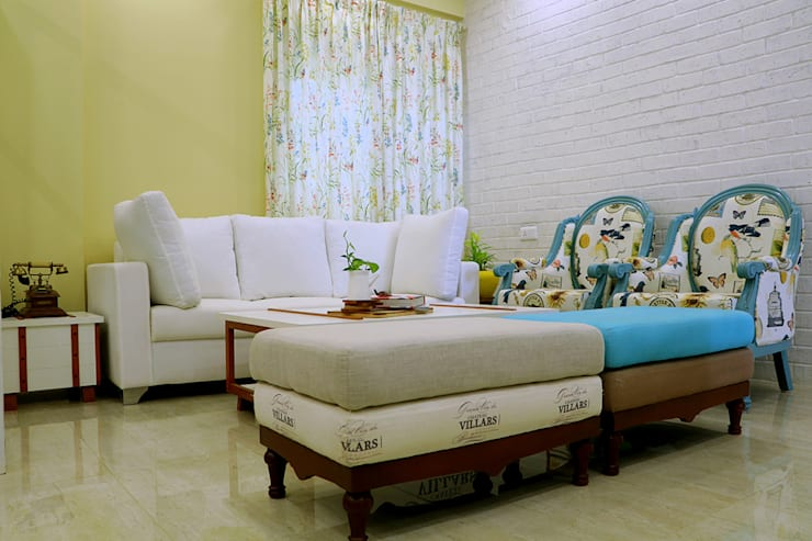 1 BHK Apartment of Mrs Divya Kumari Bangalore: country Living room by Cee Bee Design Studio
