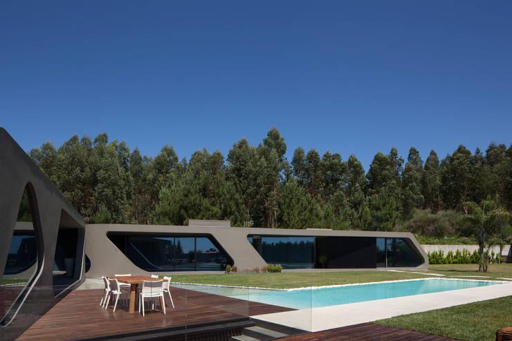 P161: Casas unifamilares  por Helder Coelho - Arquitecto, Lda