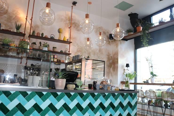glas bronze chic modern ceiling lamps: modern  von Ivy's Design - Interior Designer aus Berlin,Modern Glas