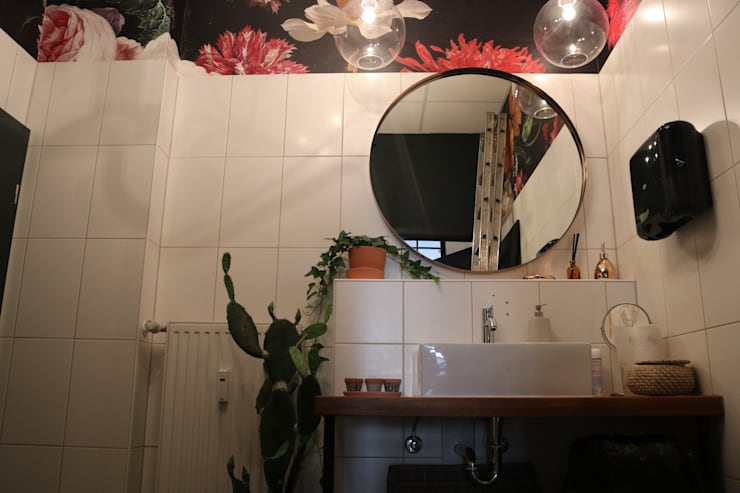 bathroom flower wallpaper von Ivy's Design - Interior Designer aus Berlin Ausgefallen Textil Bernstein/Gold