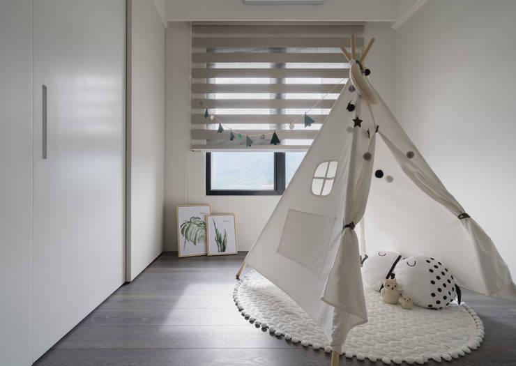 小孩房:  男孩房 by Moooi Design 驀翊設計