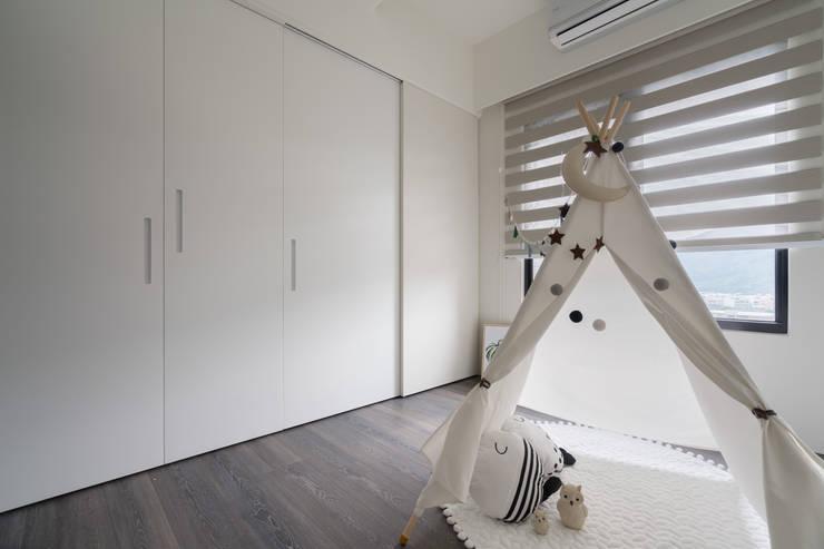 小孩房:  嬰兒房/兒童房 by Moooi Design 驀翊設計