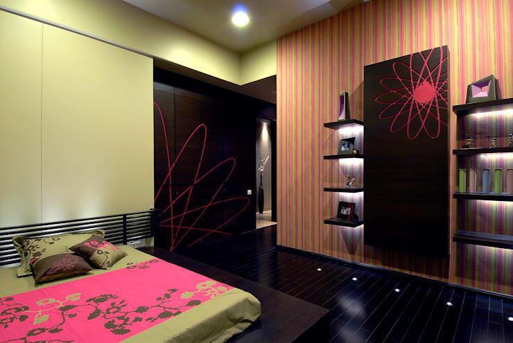 Residential Interior:  Bedroom by Jeearch Associate