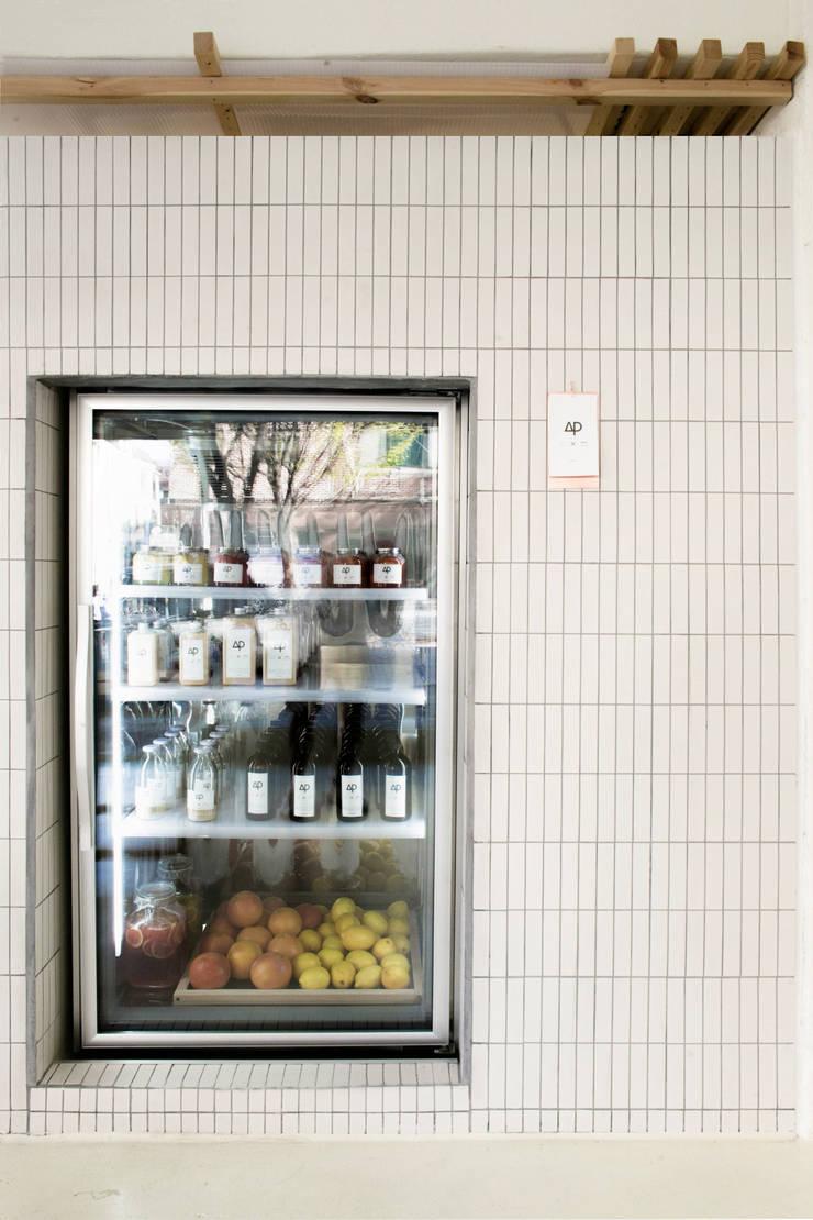 cafe ap showcase: oddstaff의  다이닝 룸,모던 타일