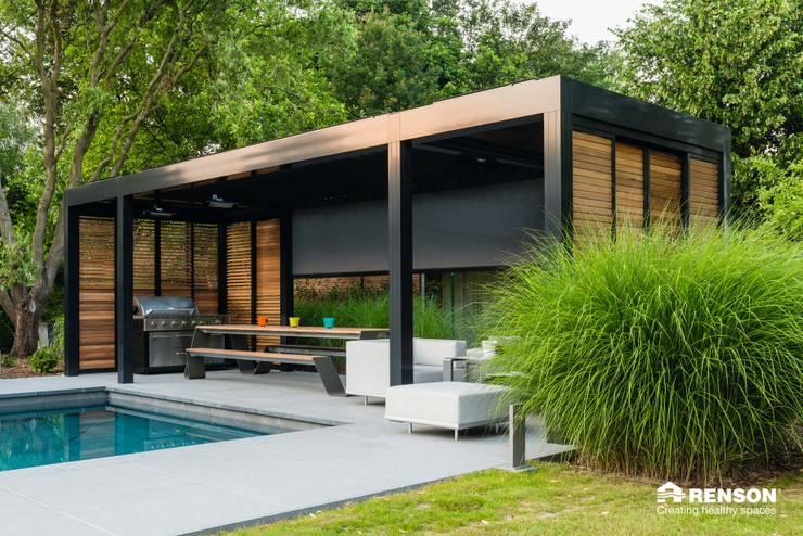 Loggia:  Patios & Decks by Atria Designs Inc.