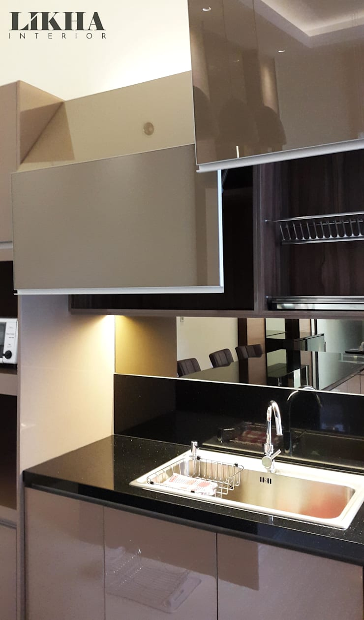 Kitchen Set (Details):  Dapur built in by Likha Interior