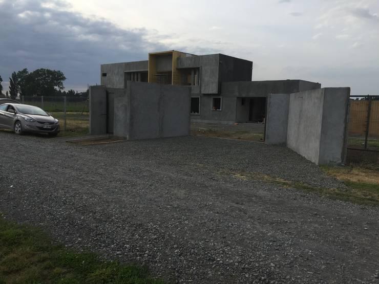 Altos del Bio Bio: Casas unifamiliares de estilo  por Constructora Rukalihuen