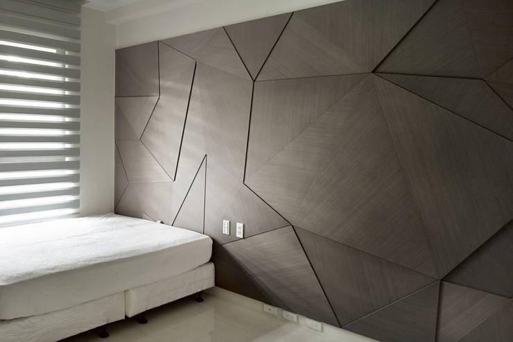 白色意境:  臥室 by 愛上生活室內設計
