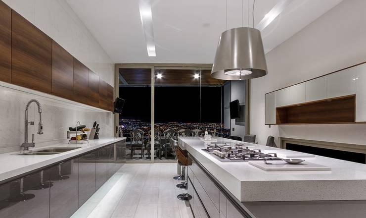 Cocina: Cocinas de estilo  por Loyola Arquitectos