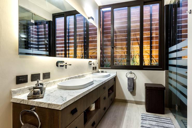 Bathroom by Loyola Arquitectos