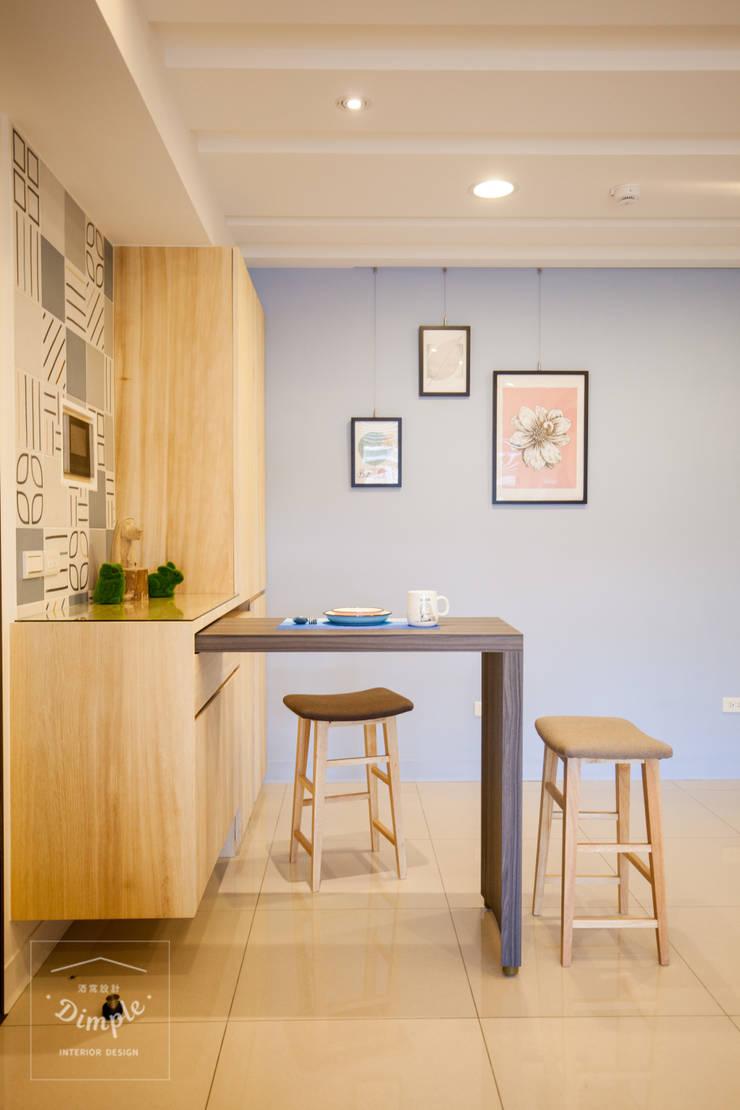 晴天娃娃-20坪小而美的混搭公寓:  餐廳 by 酒窩設計 Dimple Interior Design