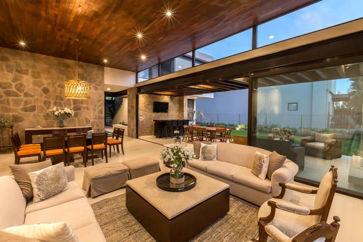 Salas / recibidores de estilo  por Loyola Arquitectos
