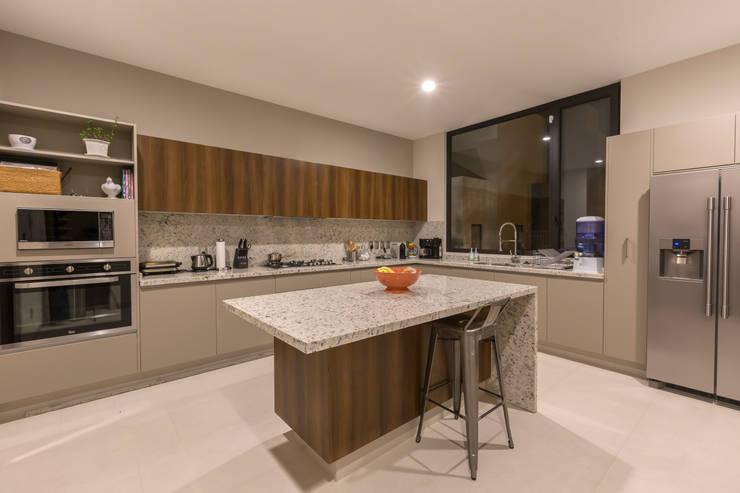 Kitchen by Loyola Arquitectos