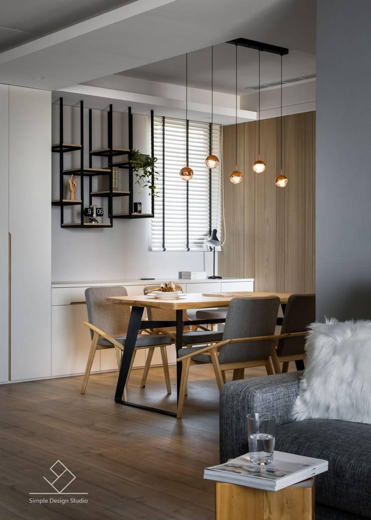 餐吊燈:  餐廳 by 極簡室內設計 Simple Design Studio
