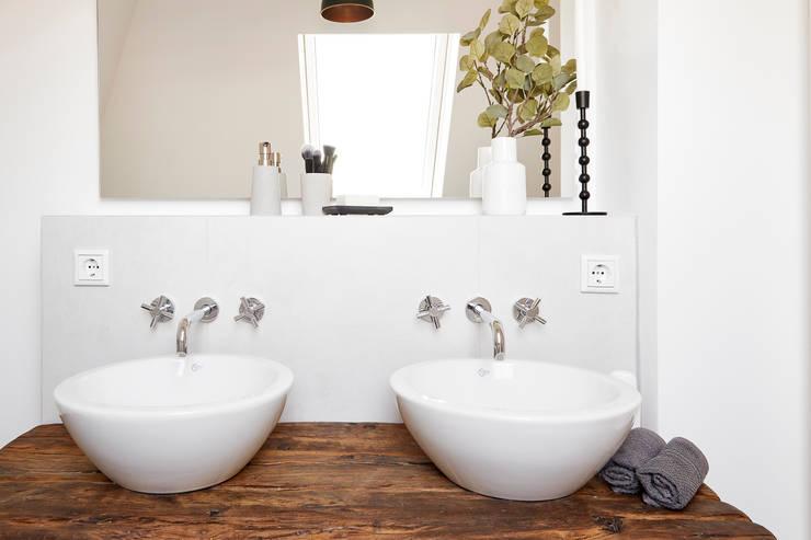 Badezimmer im klassisch modernen Landhausstil:  Badezimmer von Banovo GmbH