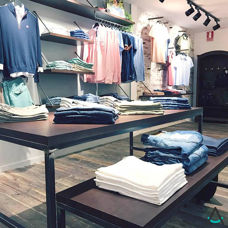 Bäbler - Menswear Sant Cugat: Espacios comerciales de estilo  de Estudi Aura