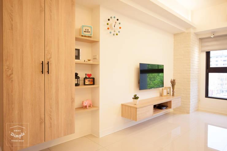氧氣-2個人的20坪簡約北歐小家庭:  客廳 by 酒窩設計 Dimple Interior Design