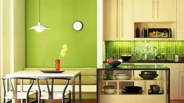 Trang trí màu xanh xung quanh căn nhà bếp:  Nhà bếp by Thương hiệu Nội Thất Hoàn Mỹ