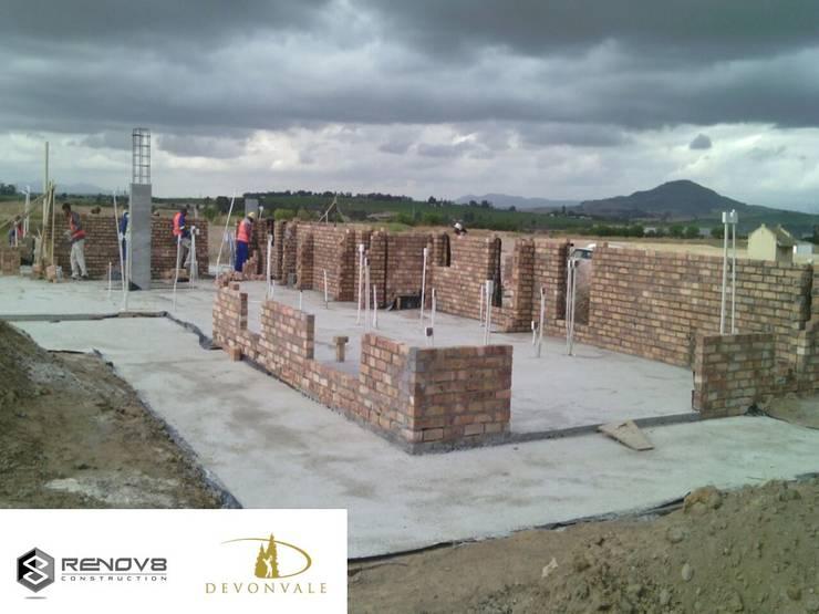 Initial Brickwork - Establishment of first floor:   by Renov8 CONSTRUCTION