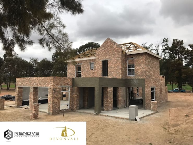 Almost complete: modern  by Renov8 CONSTRUCTION, Modern