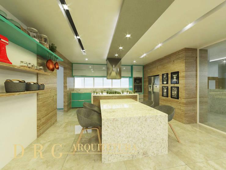 Cozinha: Armários e bancadas de cozinha  por DRG ARQUITETURA