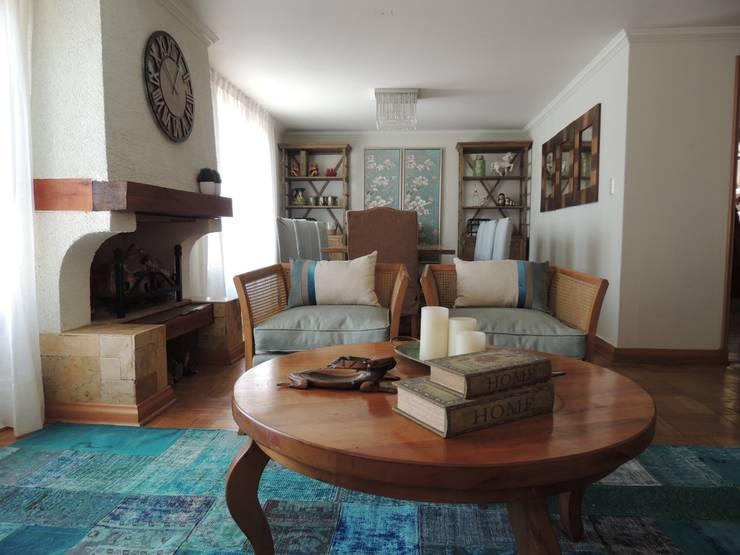 Living: Livings de estilo  por Kaa Interior