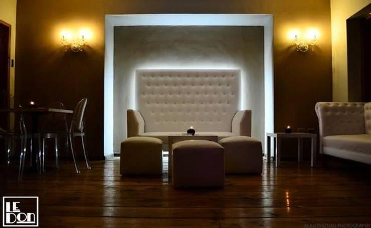 Salon Priveé: Bares y clubs de estilo  por Kaa Interior | Arquitectura de Interior | Santiago