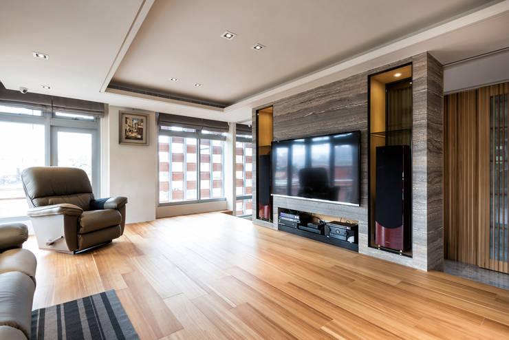 住空間-三峽:  客廳 by 青易國際設計