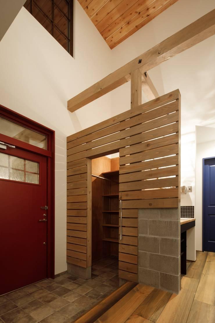 Corridor & hallway by dwarf, Eclectic