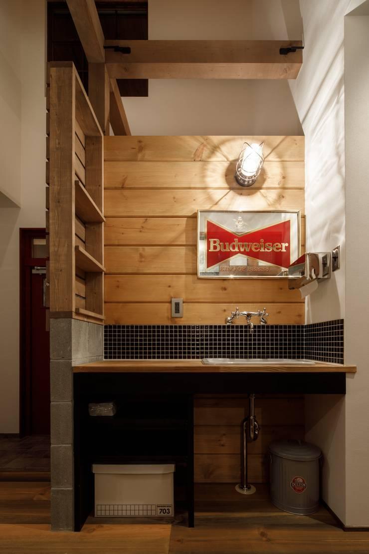 Bathroom by dwarf, Eclectic
