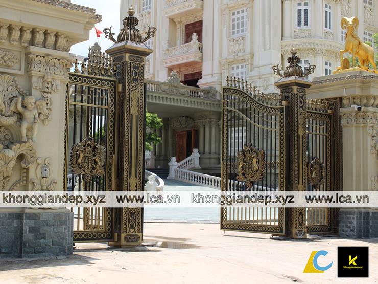 Cổng nhôm đúc đẹp dành cho biệt thự:   by Không Gian Đẹp XYZ