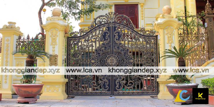 Mẫu cổng nhôm đúc biệt thự với họa tiết hoa văn đẹp:   by Không Gian Đẹp XYZ