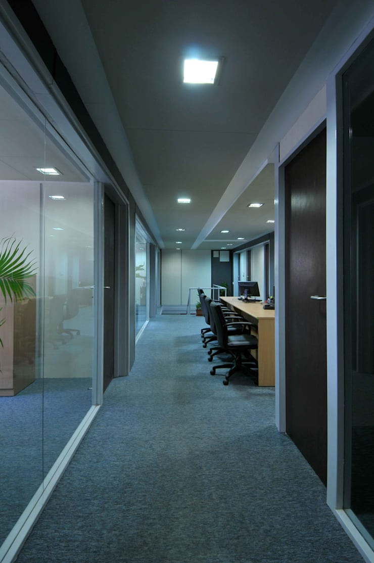INDIRA CONTAINER TERMINAL:  Study/office by smstudio,Modern