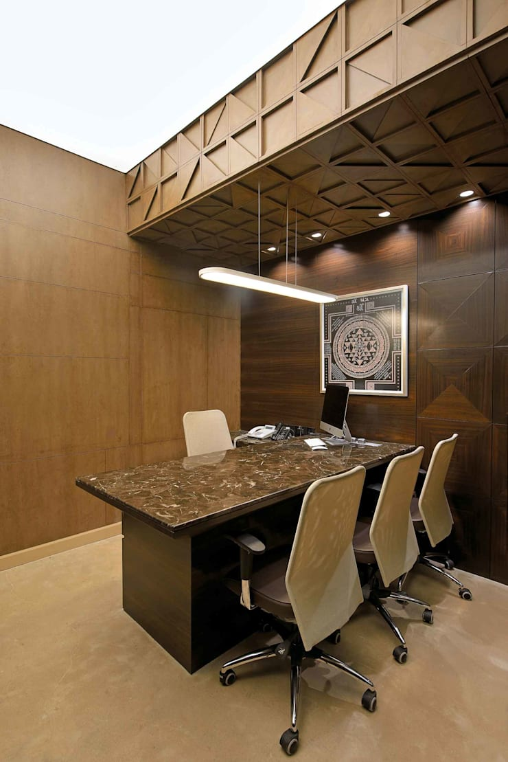 SHERA:  Study/office by smstudio,Modern