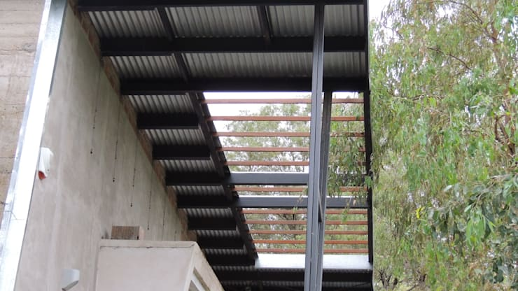 Casa A&P - Pérgola: Techos inclinados de estilo  por Módulo 3 arquitectura