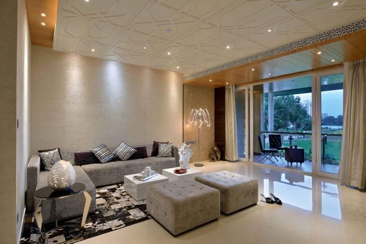 HEERA BLUE WATERS:  Living room by smstudio,Modern