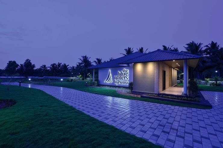 HEERA BLUE WATERS:  Houses by smstudio,Modern