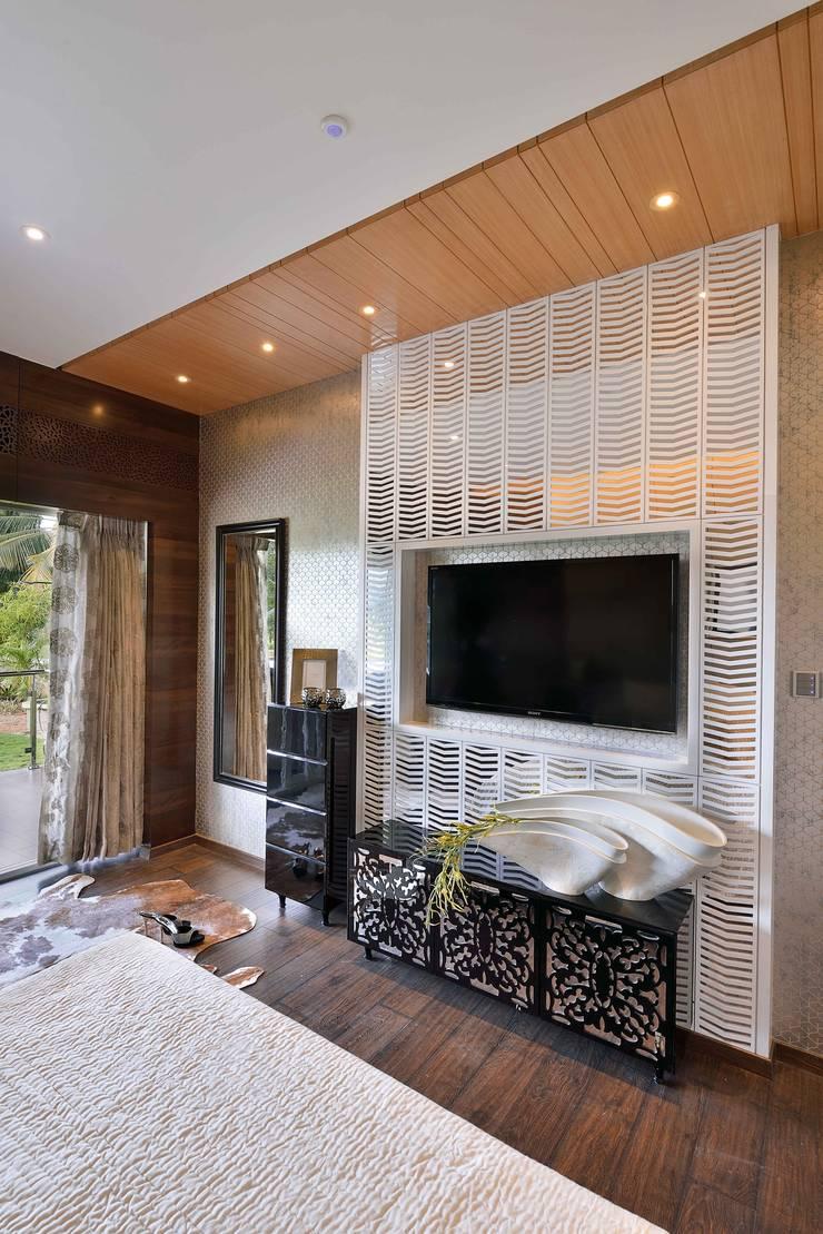 HEERA BLUE WATERS:  Bedroom by smstudio,Modern