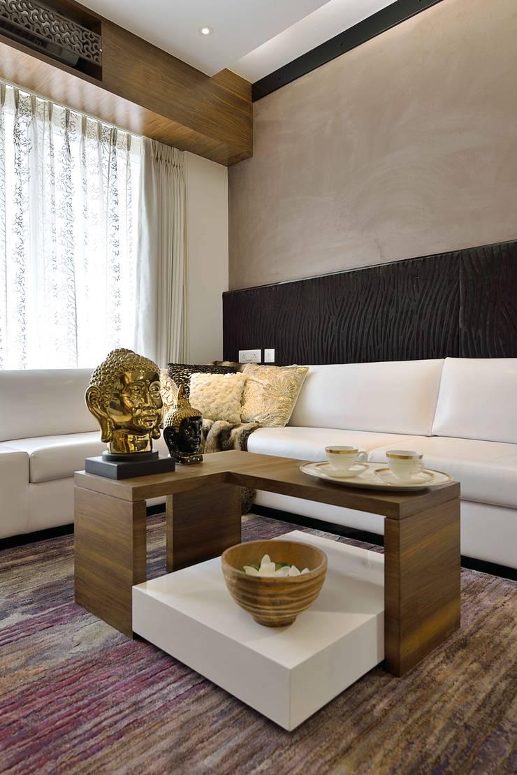 HEERA HIGH LIFE:  Living room by smstudio,Modern