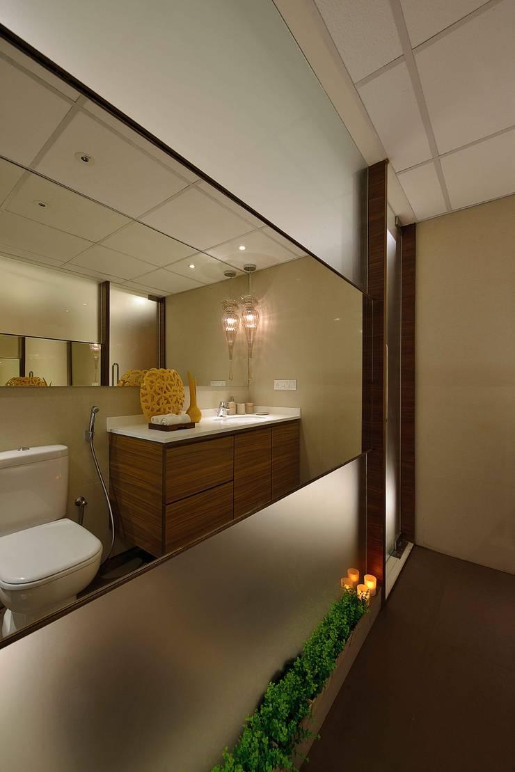 HEERA HIGH LIFE:  Bathroom by smstudio,Modern