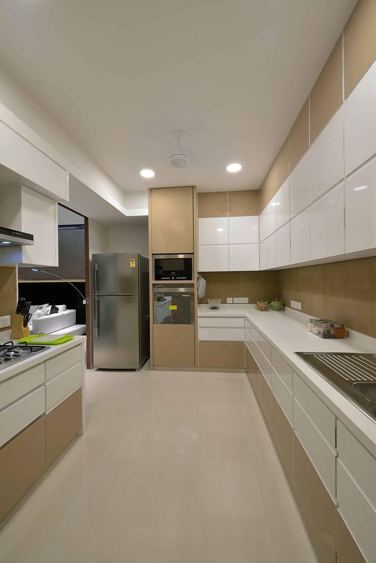 HEERA HIGH LIFE:  Kitchen by smstudio,Modern