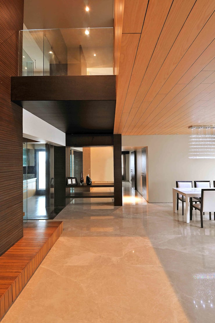 OZONE PENTHOUSE:  Living room by smstudio,Modern