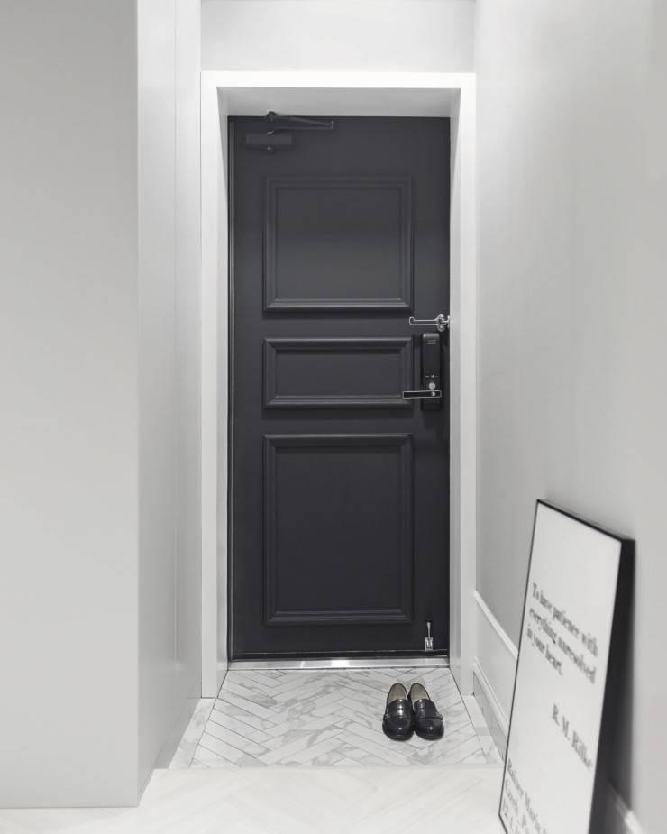 북유럽 감성을 가득 담은 20평대 주택 인테리어: husk design 허스크디자인의  복도 & 현관,