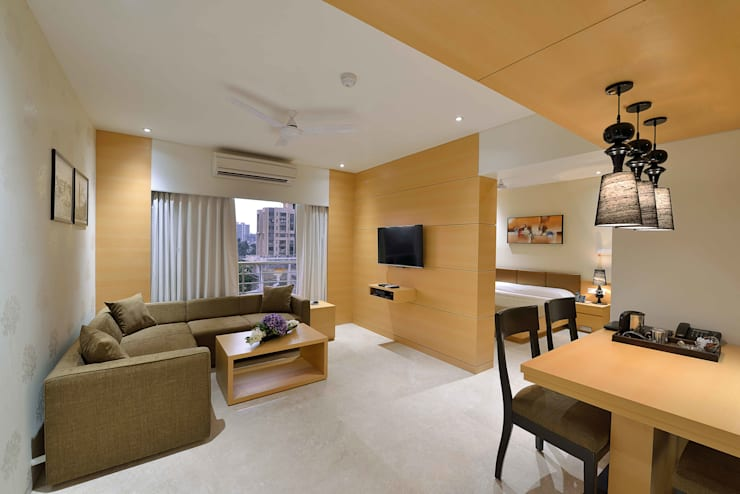 ICICI GUEST HOUSE MUMBAI:  Living room by smstudio